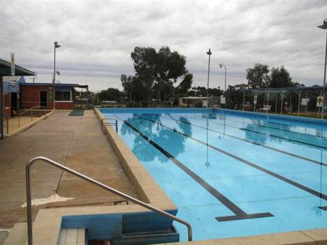 Swimming pools buloke shire council for Reservoir swimming pool opening hours